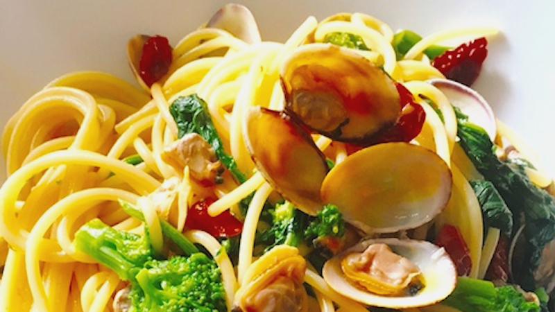 spaghetti-alle-vongole-con-cime-di-rapa