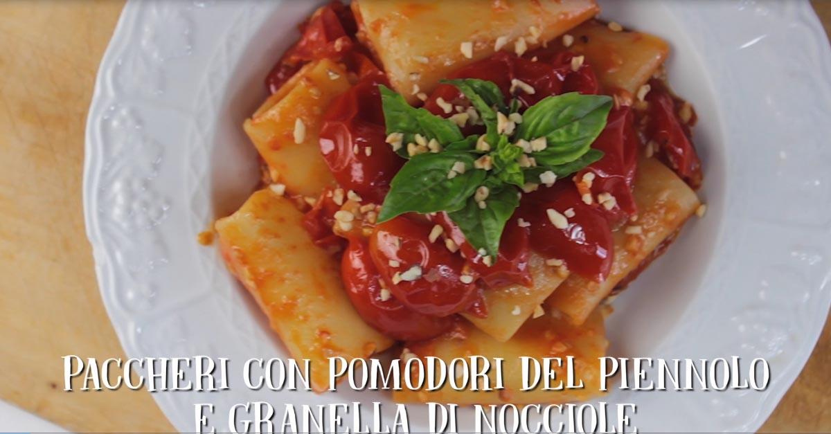 ricetta-paccheri-con-pomodorini-del-piennolo-e-nocciole